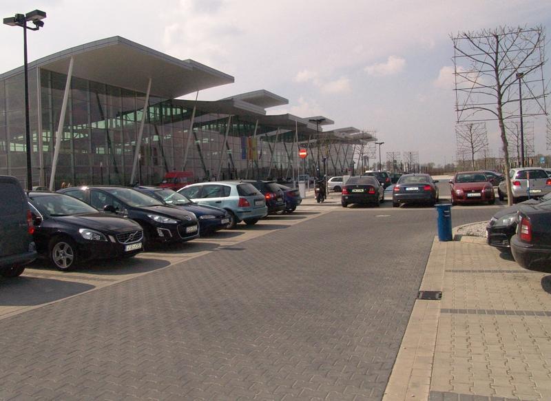 Lotnisko radzi jak parkować