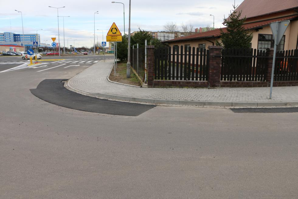 Kolejny chodnik na Piekarach