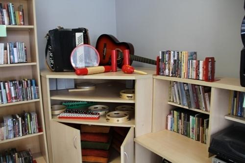 Biblioteka zbiera instrumenty muzyczne