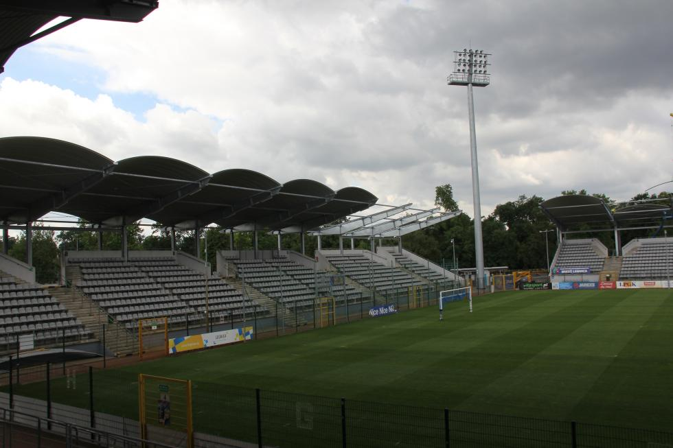 Dach nad stadionem