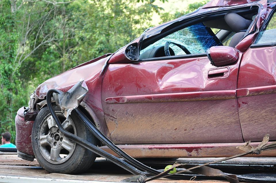 Komu przysługuje auto zastępcze po kolizji?