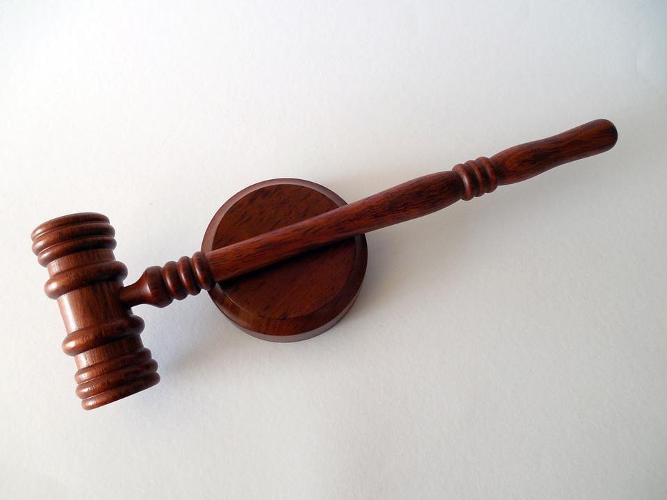Jak wybierać prawnika – poradnik