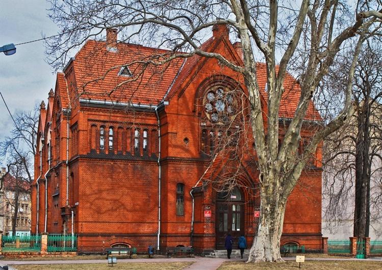 Diabeł tkwi wlegnickiej bibliotece - dawnej winiarni masonów
