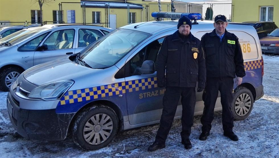 Straż Miejska iPolicja pomagają bezdomnym