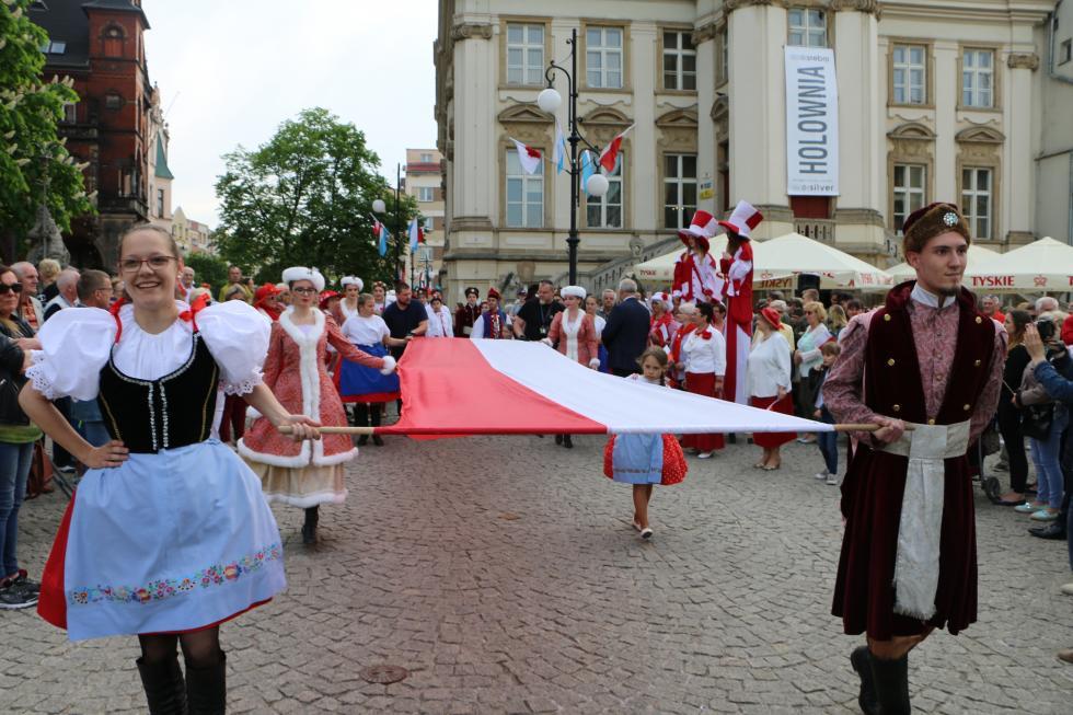 Drugi dzień Majówki. Jedyna taka biała-czerwona, polonez iPan Tadeusz
