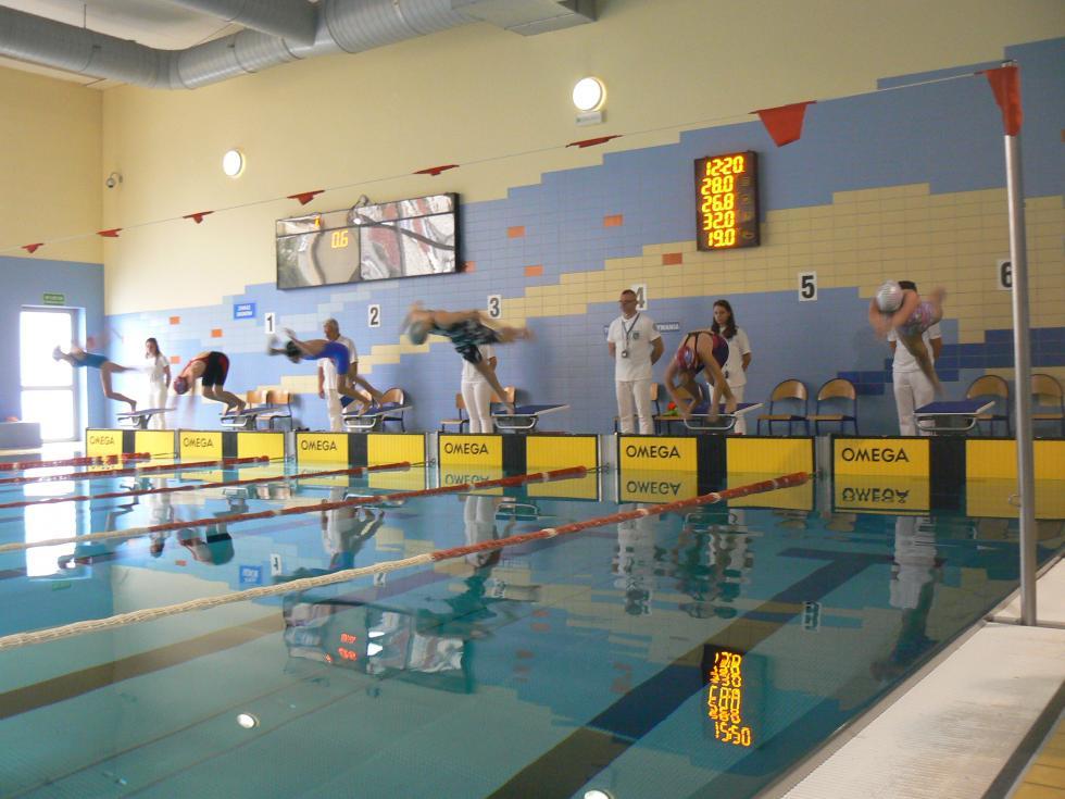 Na Delfinku młodzi pływacy walczyli oKoronę Legnicy