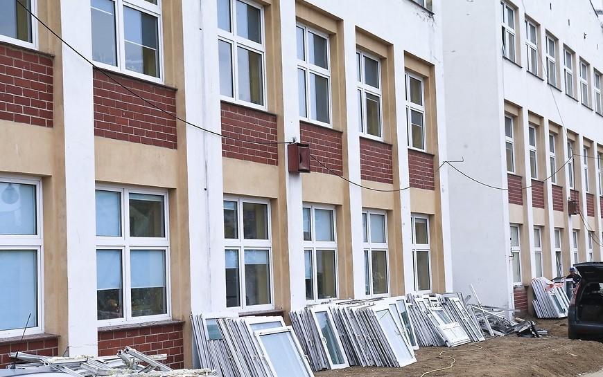 Ocieplanie iwymiana okien wbudynkach Zespołu Szkół Integracyjnych