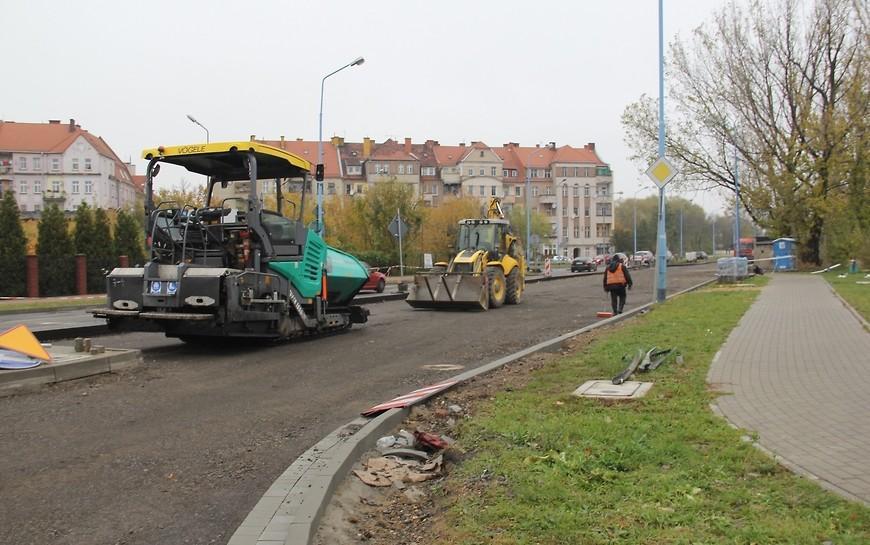 Przebudowa ul. Leszczyńskiej. Końcowe prace na jezdni wschodniej