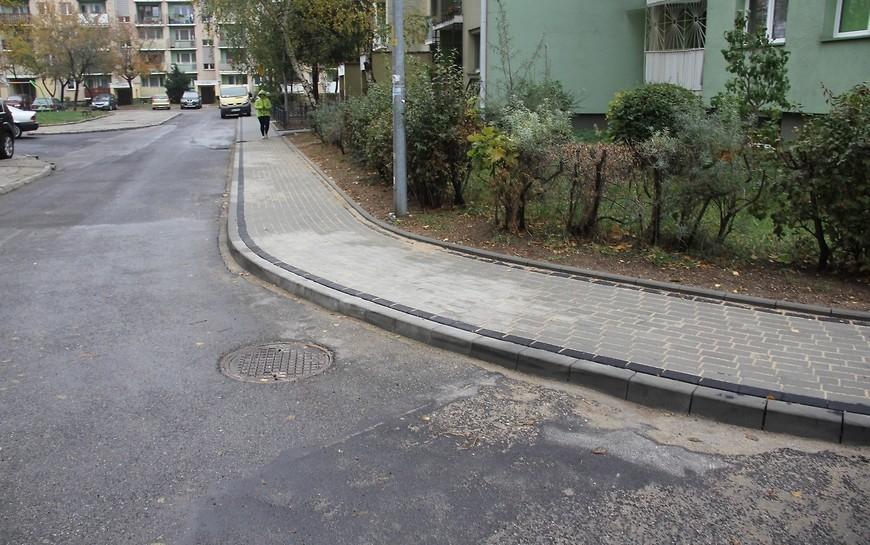 Na Piekarach C miasto wyremontowało kolejny chodnik