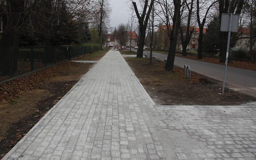 Przy ul. Powstańców Śląskich nowy chodnik