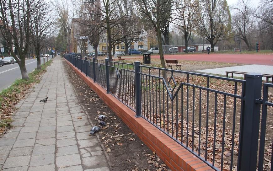 LBO 2018. Skwer wypoczynkowy przy ul. Oświęcimskiej już ogrodzony