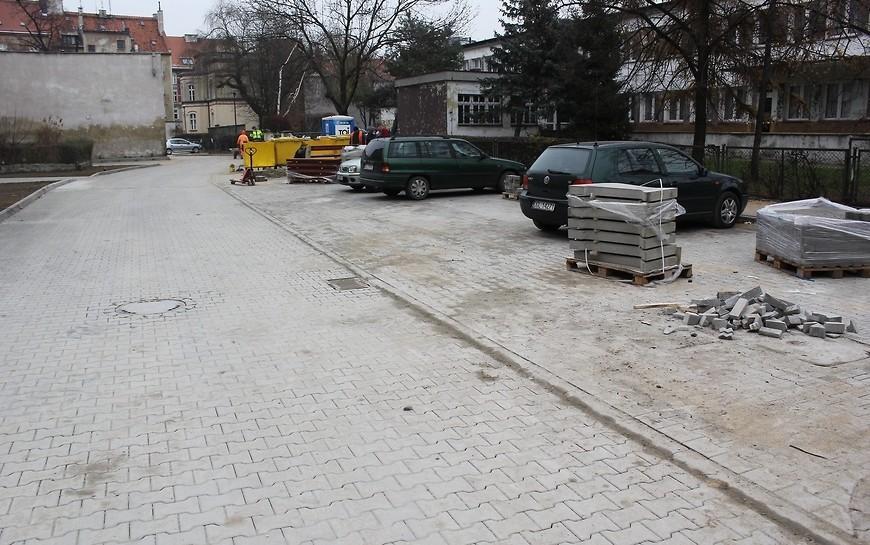 Przy ul. Anielewicza kolejne zrewitalizowane podwórze