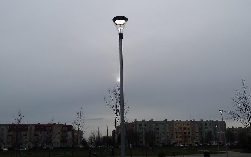 Park Piekary oświetlają już nowoczesne latarnie. Jest bezpieczniej