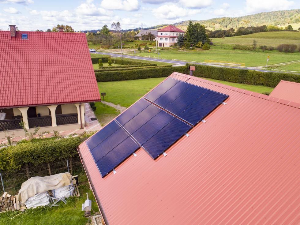 Kolektory słoneczne vs panele słoneczne – sprawdź, co opłaca się bardziej