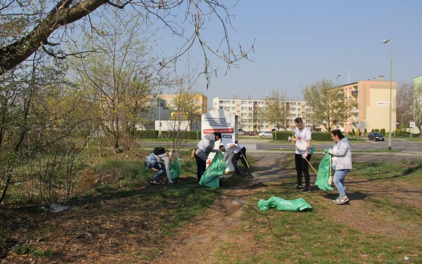 Ekopozytywni sprzątali osiedle Piekary