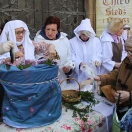 Jałmużniczy chleb, śledź igrosz tradycyjnie już wWielki Piątek