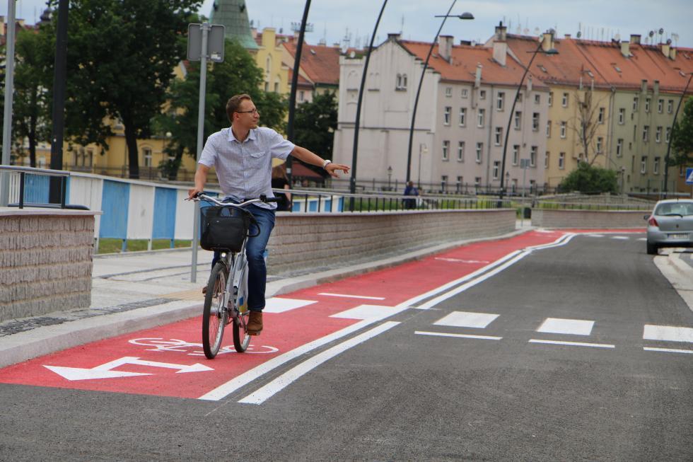Wsiądź na rower ruszaj wmiasto. Ale zgodnie zprzepisami