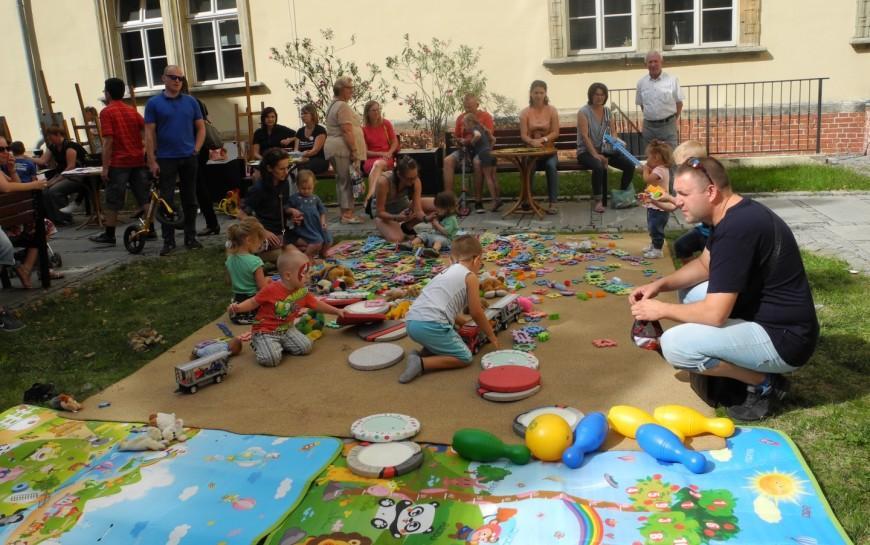 Twórczo, rodzinnie iekologicznie, czyli żegnamy wakacje zGalerią Sztuki