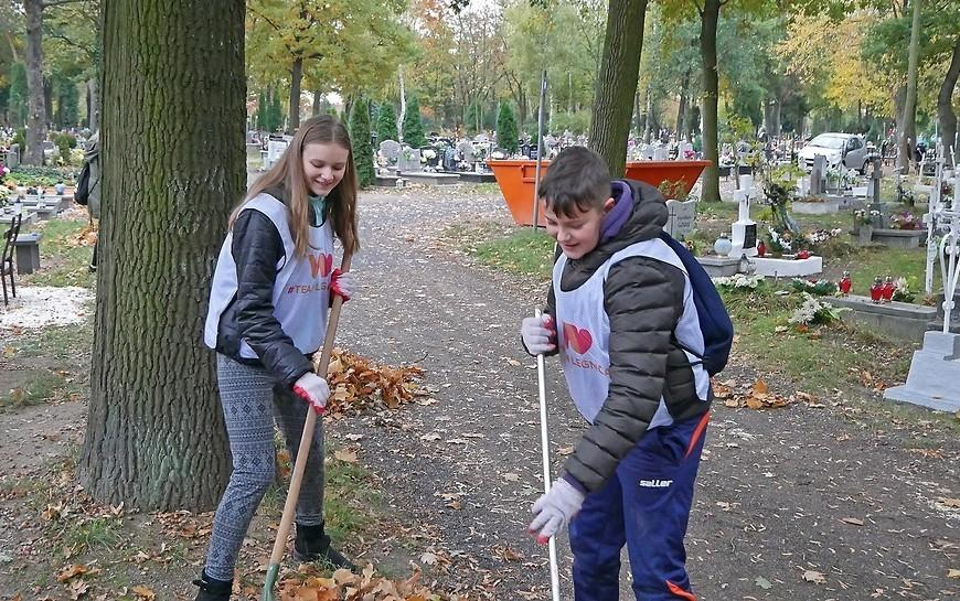 Wolontariusze posprzątają zapomniane mogiły na cmentarzu