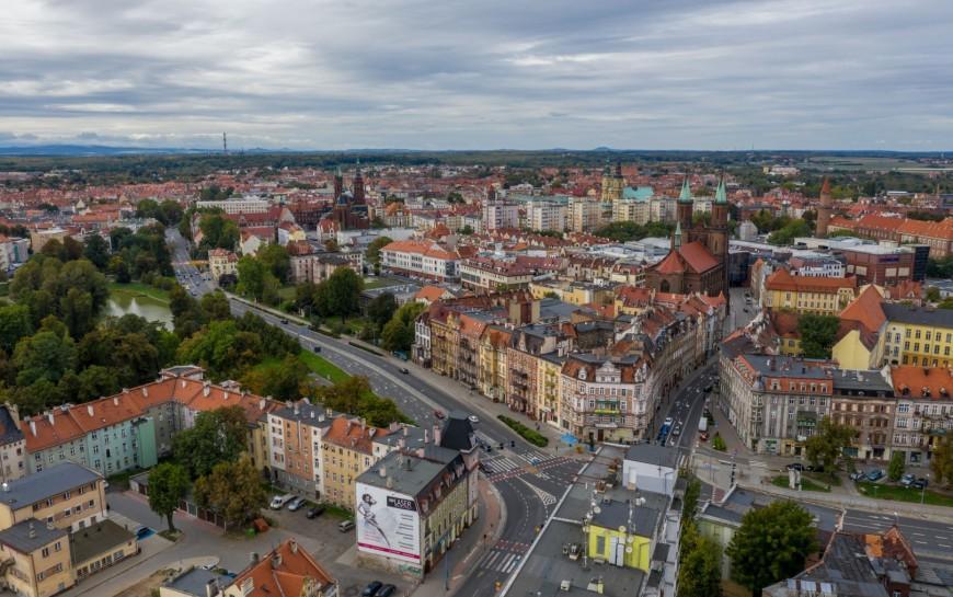 Wojewoda zpomocą miasta poprawią warunki mieszkaniowe Romów