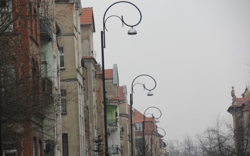 Kolejne nowe ienergooszczędne latarnie już oświetlają Tarninów