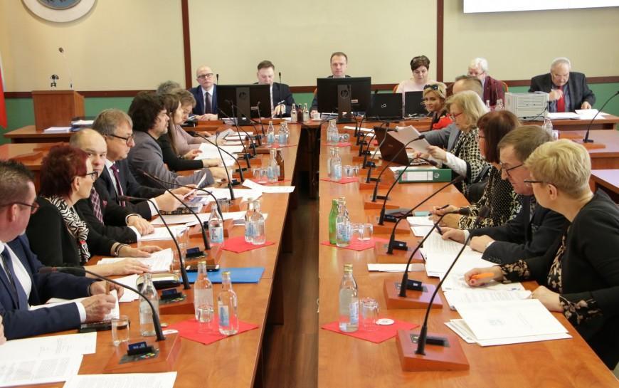 Sesja Rady Miejskiej: nowości wnaborze doprzedszkoli izmiany wsegregacji odpadów
