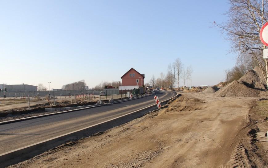 Przebudowa ul. Szczytnickiej. Jest już pierwsza warstwa asfaltu