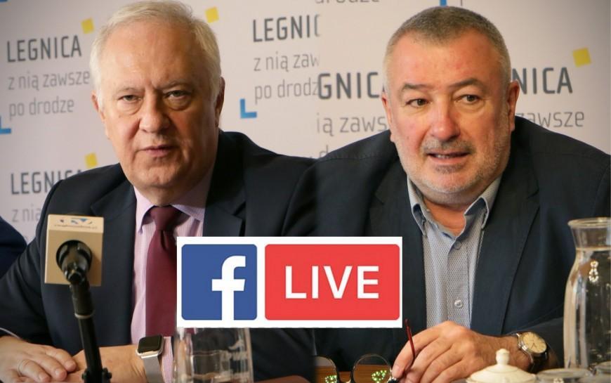 Prezydent Tadeusz Krzakowski oraz dyrektor sanepidu Jacek Watral na Facebook Live