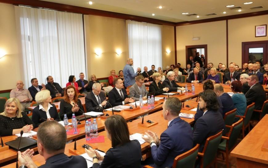 Marcowa sesja Rady Miejskiej bez publiczności
