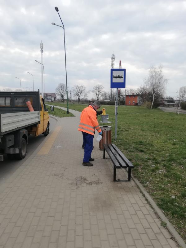 Dezynfekcja przystanków iautobusów