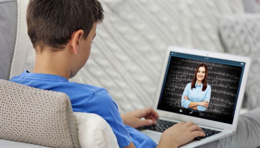 Prezydent Legnicy chce, by szkoły użyczały uczniom komputery