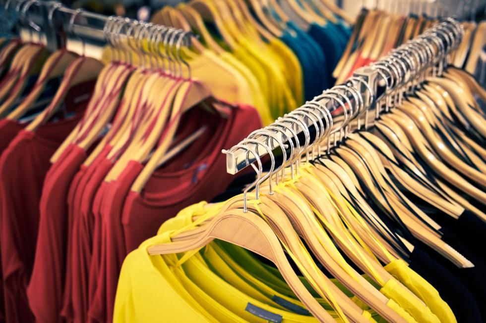 Koszulka znadrukiem jako odzież robocza - prosty sposób na profesjonalny wizerunek firmy