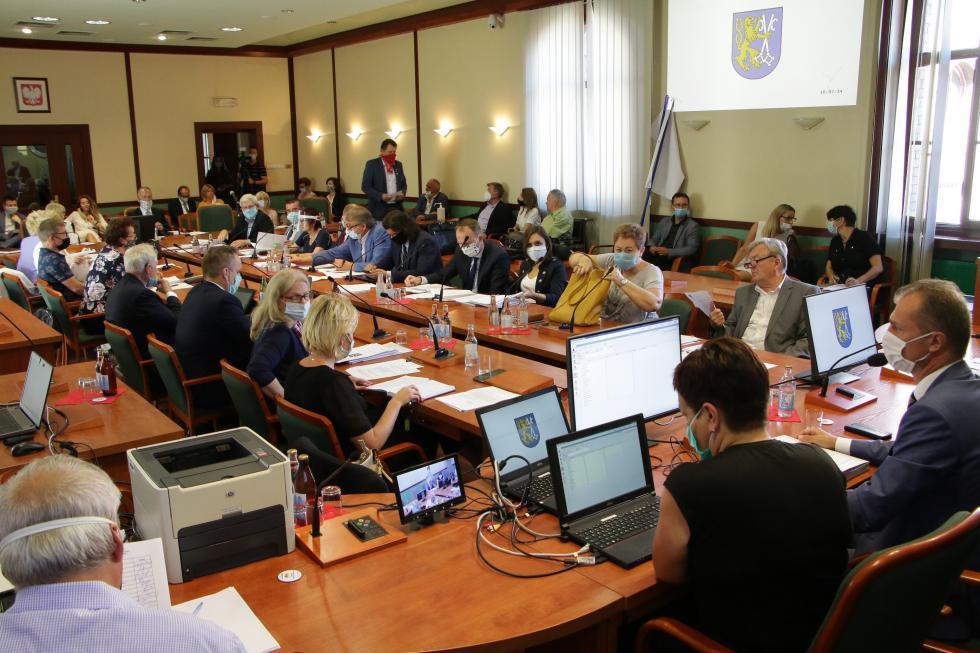 Sesja Rady Miejskiej Legnicy zważnymi decyzjami