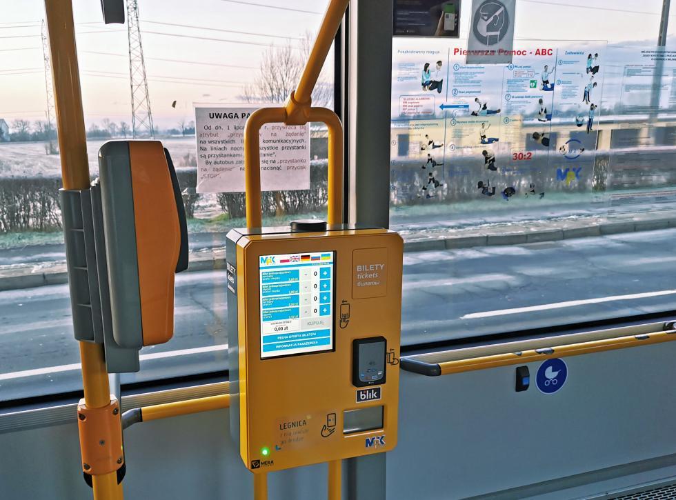 W autobusach komunikacji miejskiej kupimy bilet wautomacie