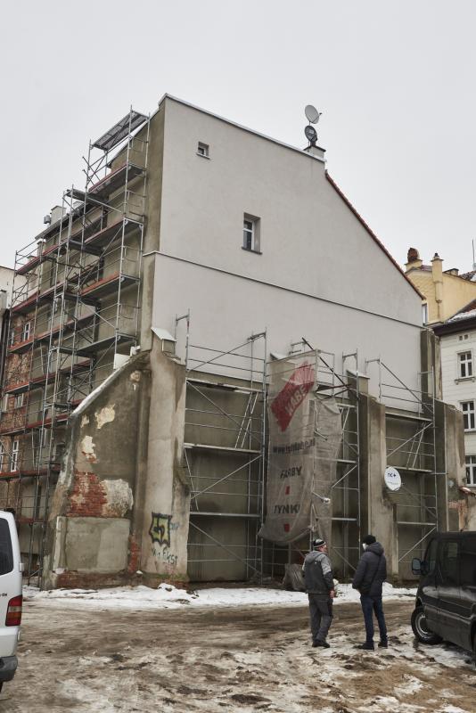 Kolejne kamienice na ul. Henryka Pobożnego odzyskują dawny blask