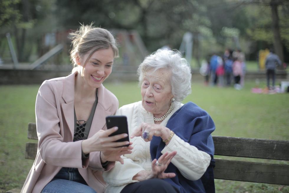 Praca jako opiekunka osób starszych - to trzeba wiedzieć